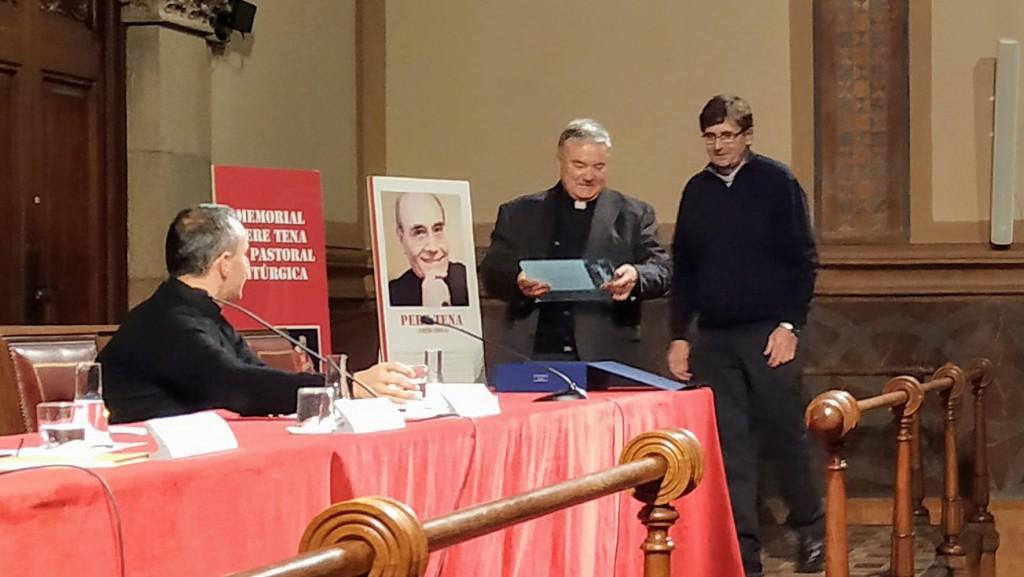 Lliurament del VI Memorial Pere Tena al P. Juan Javier Flores, osb.
